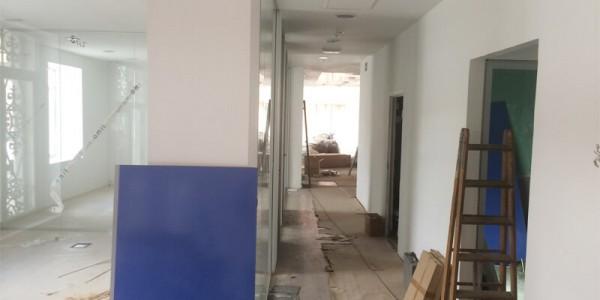 Oficinas con suelo de tarima y tabiques de pladur
